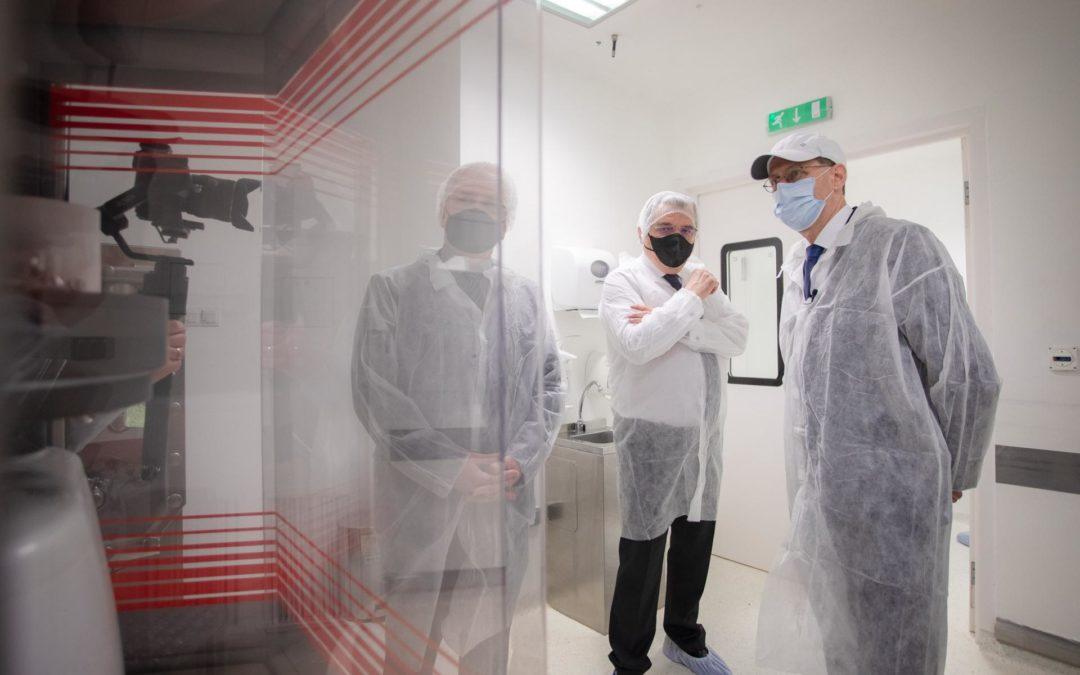 Koronavírus elleni gyógyszert gyártó üzemet adtak át Pilisborosjenőn